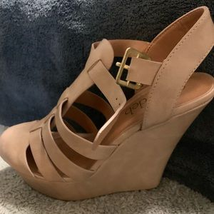 Cute taupe wedges brand new